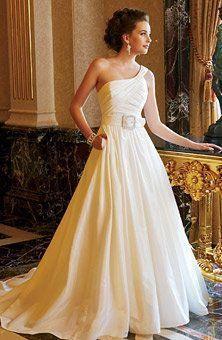 Wedding dress with pockets? Yes pleaseeeee. :)