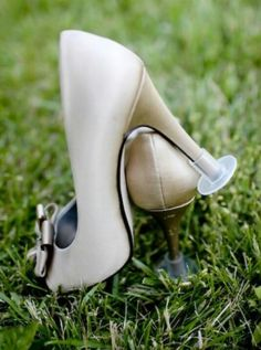 Solution to outdoor pics w/out ruining your heels!! Great idea...thanks Sara Evans!