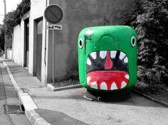 La pure détresse de vider bouteille sur bouteille en ayant toujours aussi soif... ! / Street art.  / By OakOak.