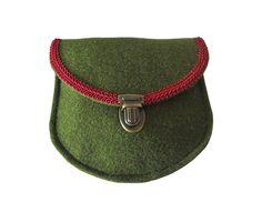Dirndl Schürzentasche Filz MAIKE moosgrün mit weinroter Borte - Filztasche kaufen - Filztaschen von margritli country style
