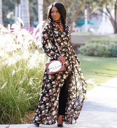 DLSpotted: @downtowndemure taking florals into the fall with the DAILYLOOK Floral maxi dress she received in her Elite Box. Who knew maxis could look just as good with jeans. // Get your first Elite Box for $10 off with the code OCTOBERTREAT (link in bio) #myElite #DLelite