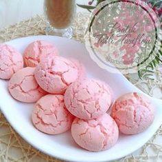 Pembe rengiyle nişastalı çatlak kurabiye çok nefis oldu, hanımlar bu tarif kaçmaz ..