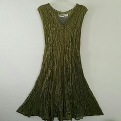 """Short Lace Dress Really beautiful sleeveless stretchable green lace dress. Gently used. In good condition overall. Shoulder to shoulder approximately 14.5"""". Armpit to armpit fully stretched approximately 19"""". About 36"""" in length. Lined. 100% Rayon. This listing has been a host pick as well. Lehigh Dresses"""