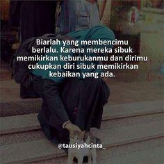 Biarlah yang membencimu berlalu. Karena mereka sibuk memikirkan keburukanmu dan dirimu cukupkan diri sibuk memikirkan kebaikan yang ada. . Follow @muslimahindonesiaid http://ift.tt/2f12zSN