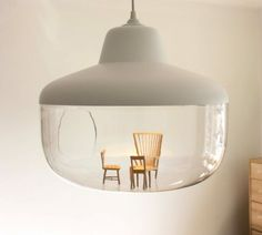 A lamp to display your favorite objects.