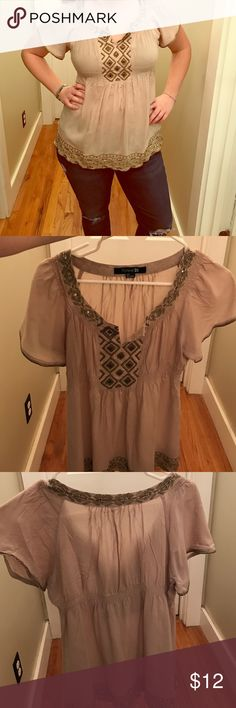 """Adorable Detailed Shirt - Forever 21 In excellent condition! Let me know if you have any questions! Size small, I am size medium so it fits someone a larger size but depends on how you want it fit. (note I'm also shortish- 5""""3) check out my closet for bundle options! 🌸🌱 Forever 21 Tops Blouses"""