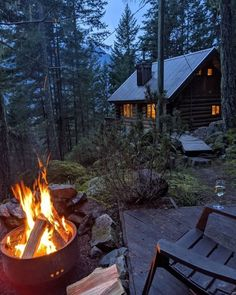Cabin Homes, Log Homes, Cabin In The Woods, Forest House, Forest Cottage, Cozy Cottage, Cottage Style, Cabins And Cottages, Cozy Cabin