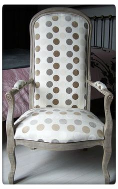 Shabby Chic Table And Chairs Funky Chairs, Vintage Chairs, Living Room Seating, Living Room Chairs, Dining Chairs, Side Chairs, Reupholster Furniture, Home Furniture, Shabby Vintage