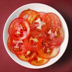 Did you know you can save tomato seeds and grow more tomatoes from them? Find out for yourself in this easy guide for saving tomato seeds! Saving Tomato Seeds, Breastfeeding Snacks, Vegetable Dishes, Healthy Cooking, Vegetarian Recipes, Good Food, Food And Drink, Meals, Ethnic Recipes