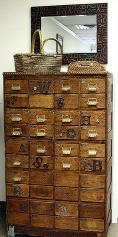 Lots of little drawers | Img @ BoHo. http://bohoguy.blogspot.pt/2011/10/forvaring-for-prylar-och-ditt-o-datt.html