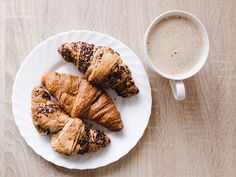 Start your morning right: Enjoy coffee and cornetti like an Italian at one of these authentic Italian coffee shops in Montreal. The food drink and atmosphere will transport you to a caffetteria in Italy. Link in bio. Italian Breakfast, Italian Coffee, Rose Bakery, Coffee Cafe, Coffee Shops, French Toast, Dining, Ethnic Recipes, Montreal