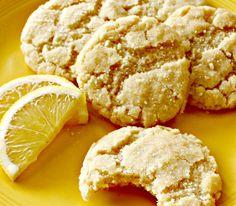Τα πιο νόστιμα μπισκότα με λεμόνι σε μια συνταγή που δεν θα σου φανεί καθόλου δύσκολη και που σίγουρα θα γίνει από αυτές που... Biscotti Cookies, Cupcake Cookies, Lemon Recipes, Greek Recipes, Greek Cookies, Greek Sweets, Chocolate Sweets, Ice Cream Desserts, Cake Bars