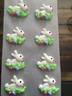 Santa meringue, how gorgeous 👍… Cake Decorating Icing, Royal Icing Decorations, Cake Decorating Techniques, Cookie Decorating, Royal Icing Templates, Royal Icing Transfers, Meringue Cookies, Royal Icing Cookies, Sugar Eggs For Easter