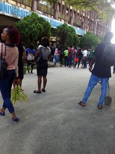 Angry UNIPORT Students Lock Up Teaching Hospital, Chase Away Doctors (Photo) - http://www.77evenbusiness.com/angry-uniport-students-lock-up-teaching-hospital-chase-away-doctors-photo/