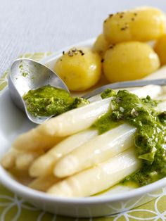 Bärlauch-Gribiche mit Spargel und neuen Kartoffeln