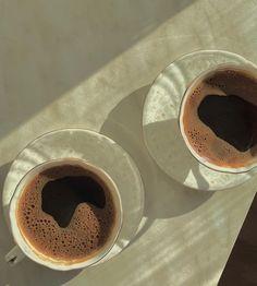 Aesthetic Coffee, Aesthetic Food, Coffee Photography, Food Photography, Coffee Time, Morning Coffee, Caffeine Addiction, Coffee Colour, Fresh Coffee