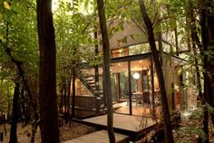 Apolo 11 House Design by Parra & Edwards Architects - Architecture & Interior Design Ideas and Online Archives Cabins In The Woods, House In The Woods, Interior Architecture, Interior And Exterior, Interior Design, Beautiful Forest, Forest House, Story House, Minimalist Home