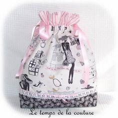 """Sac pochon lingerie - tons de rose, blanc et noir motif """"parisienne"""" - avec ruban - fait main."""