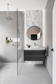 Sophisticated Art Deco meets contemporary design on Jenkins Street Marble brings sophistication to the minimal modern bathroom - Marble Bathroom Dreams Modern Bathroom Design, Bathroom Interior Design, Modern Interior Design, Bathroom Designs, Contemporary Bathroom Inspiration, Modern Decor, Contemporary Design, Mid Century Bathroom, Interior Minimalista