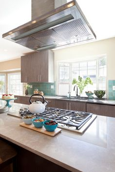 Contemporary Home on HGTV's Cousins On Call...Design Ideas, Pictures, Remodel and Decor.. I love the punch of color in the backsplash.