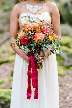 #bouquet #brautstrauß Sommerlicher Farbentraum in Rot und Beere | Hochzeitsblog The Little Wedding Corner