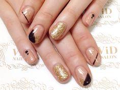 【No.0006】黒とベージュでクールなカラーにブロックアートを入れてカジュアルな雰囲気に!!! With the base of nude colour, black and gold lines and blocking art stands out! Perfect for night party!!#vividnailsalonsydney#calgel#sydney#nail#nails#nailart#art#nalisalon#gelnail#japanesenailart#ネイル#ネイルアート#ジェルネイル #カルジェル#美甲