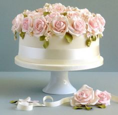 Fabulous Easter Wedding Cake Ideas and Designs