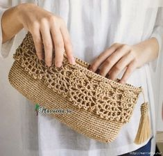 Crochet Diy How to Crochet: Crochet Diy, Crochet Simple, Crochet Purse Patterns, Crochet Pouch, Crochet Crafts, Bag Patterns, Knitting Patterns, Crochet Clutch Bags, Crochet Handbags