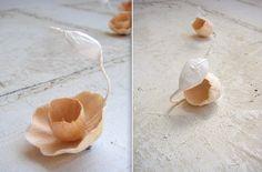 Matrimonio eco friendly, eco gioielli, orecchini con fiori di carta bianco , blu. Tendenze 2015 by Alessandra Fabre Repetto. Green wedding paper flower earrings Toasted Almond