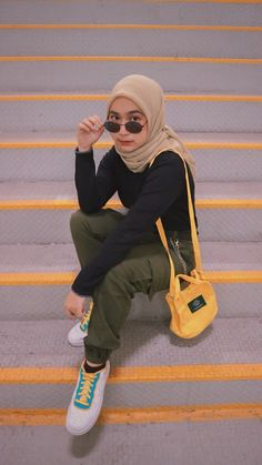 Hijab Fashion Summer, Modest Fashion Hijab, Modern Hijab Fashion, Street Hijab Fashion, Casual Hijab Outfit, Hijab Fashion Inspiration, Ootd Hijab, Hijab Chic, Muslim Fashion