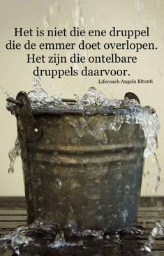 Het is niet die ene druppel. Strong Quotes, Sad Quotes, Words Quotes, Best Quotes, Qoutes, Life Quotes, Inspirational Quotes, Sayings, Dutch Quotes