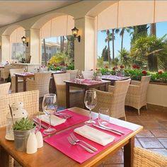 Un homenaje a losamigos que saben compartir una copa de vino. Eso es #ElBuche el nuevo #beachclub de #FuerteConilCostaLuz Tienes que probarlo!  A homage tofriends who know how to share a bottle of wine. This is El Buche the new beach club at Fuerte Conil-Costa Luz Youve got to try it!  #FuerteHoteles #CostadelaLuz #Conil #foodie #foodlovers #freshfood #lifestyle #beachrestaurant #beachclub
