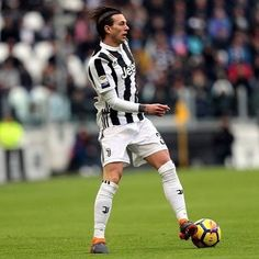 "588 mentions J'aime, 5 commentaires - Around Turin (@aroundturin) sur Instagram: ""Bernardeschi's first 5 starts for Juventus in Serie A: 5 starts 3 goals 5 assists Bernardeschi is…"""