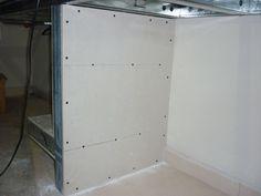 Mueble para PC en Durlock. Hola, este es mi primer post y también mi primer trabajo en Durlock. Acá les dejo algunas fotos de mis creaciones: un escritorio para pc de 3 metros de largo con instalación interna para las luces y tomas, cable video,...