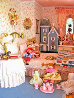 Victorian Dollhouse Miniature: Sewing, Sitting Room and Girl's Bedroom scale Miniature Dollhouse Furniture, Miniature Rooms, Miniature Crafts, Miniature Houses, Dollhouse Miniatures, Victorian Dolls, Victorian Dollhouse, Vintage Dolls, Modern Dollhouse