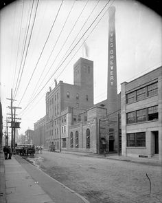 Exterior view of Dawes brewery. Montreal, LAC MIKAN no. 3604100