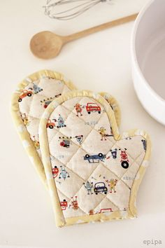 Four, Diy And Crafts, Sewing Ideas, Creative Crafts, Creativity, Cooking, Glove, Sew Pillows, Dramatic Play
