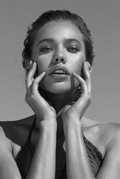 Amazing Black and White Portrait Photography - Beauty Photography Lighting Kits, Face Photography, Fashion Photography, Photography Classes, Woman Portrait Photography, Photography Shop, Beginner Photography, Photography Composition, Headshot Photography