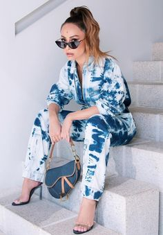 Sabrina Sato, Tie Dye Fashion, Look Fashion, Girl Fashion, Fashion Dresses, Tye Dye Jeans, Tie Dye Outfits, Cute Outfits, Moda Tie Dye