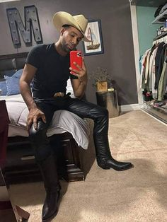 Mens Leather Pants, Hot Cowboys, Mens Fashion Wear, Bear Men, Country Boys, Hot Guys, Hot Men, Sexy Outfits, Cowboy Boots