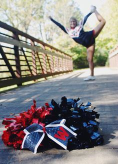Cheerleader senior picture pose/ idea #gabrielledaylorphotography
