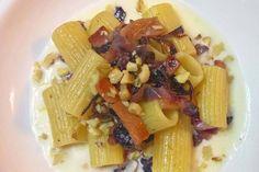 Mezzi rigatoni con crema di taleggio, speck, radicchio e noci