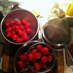 Tips on peeling tomatoes by Well Preserved, via Flickr