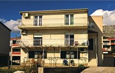Apartment Kastel Sucurac with Sea View IV Kastel Sucurac Apartment Kastel Sucurac with Sea View IV is an apartment located in Ka?tel Su?urac, 3 km from Lora.  The kitchen is equipped with a microwave, a refrigerator and a stovetop and there is a private bathroom. A TV is provided.