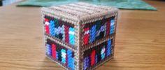 Plastic Canvas Pattern for Minecraft Bookshelf Pc Minecraft, Minecraft Pattern, Minecraft Creations, Minecraft Stuff, Minecraft Skins, Plastic Canvas Crafts, Plastic Canvas Patterns, Beaded Cross Stitch, Cross Stitch Patterns