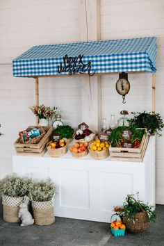 A Very Special Farmer's Market Baby Shower - Jillian Harris Farmers Market Display, Market Displays, Farmers Market Stands, Farmers Market Recipes, Vegetable Shop, Vegetable Stand, Jillian Harris, Produce Stand, Fruit Stands