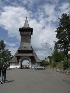 Maramureşul este un loc iubit de toţi cei care apreciază natura aşa cum ne-a lăsat-o Dumnezeu. Romania, Tower, Building, Travel, Wonderful Places, Rook, Viajes, Computer Case, Buildings