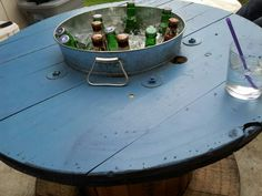 Spool table with ice bucket! Am I obsessed with spools? Spool table with ice bucket! Wooden Spool Projects, Wooden Spool Tables, Wooden Cable Spools, Wood Spool, Wood Projects, Pallet Furniture, Outdoor Furniture, Outdoor Decor, Canto Bar