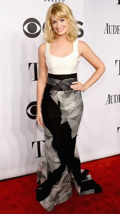 BETH BEHRS of 2 Broke Girls opts for a waist-slimming monochromatic look by Carolina Herrera.