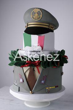 Ecco una torta davvero particolare!E' la prima volta che mi capita di realizzare una torta dell'esercito,ma mi piace realizzare sempre nuovi temi.La richiesta è stata dettagliata si doveva riprodurre la giacca e il cappello dell'esercito....e dopo tante prove ci sono riuscita! #gommacreplalaurea #fommyesercito #esercito #gommacrepla cappello #fommy #gommacrepla #tortascenografica Man Cake, Cakes For Men, Desserts, Food, Food Cakes, Tailgate Desserts, Deserts, Essen, Postres